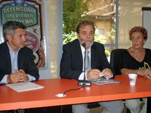 Ferlat, Semino y Michelón durante la rueda de prensa celebrada  en la sede de la Defensoría del Pueblo.