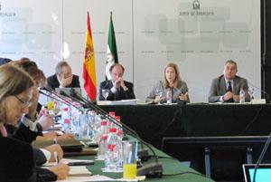 Al fondo, el equipo de la Secretaría General de Acción Exterior: Víctor Bellido, Antonio Ramos, Sol Calzado y Alfonso Garrido.