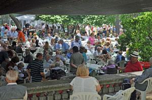 Vista parcial de los asistentes a la romería de fin de año del Hogar Español de Montevideo.