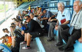 Público asistente a uno de los partidos de fútbol.