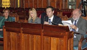 El consejero de Presidencia, Guillermo Martínez, y los miembros de su equipo, comparecieron ante la Comisión de Hacienda y Sector Público de la Junta General del Principado.