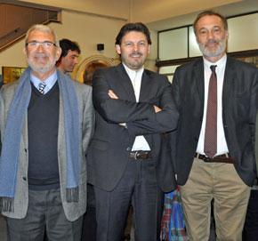 Manuel Barros junto al secretario da Emigración, Antonio Rodríguez Miranda, y el embajador de España en Uruguay, Roberto Varela.
