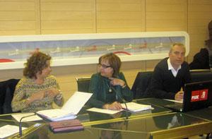 La secretaria federal de Emigración, Carmela Silva, Begoña Serrano de Asturias y Víctor Bellido de Andalucía.