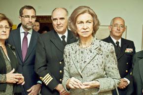 La Reina Doña Sofía durante la visita a la exposición.