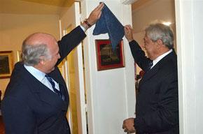 Gustavo Iocco y Carlos Enseñat descubrieron la placa en recuerdo de Dante Iocco.
