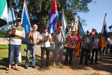 Portando las banderas de las autonomías españolas.