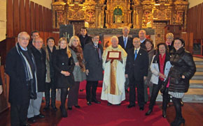 Los miembros del Centro Gallego de Santander Casa de Galicia de Cantabria entregaron una placa recordatoria.