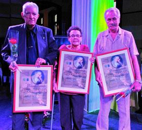 Los premiados Jacinto Lázaro Fajo, Elvira Aurora Menéndez y Saúl García López.