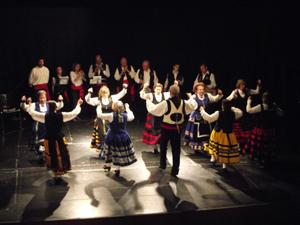 El grupo de bailes regionales Jaral, en su presentación en Collado-Mediano.