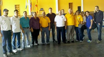 Los directivos de Fedecanarias fueron recibidos en el club isleño gracitano por su presidenta Teresa Rodríguez y otros directivos.