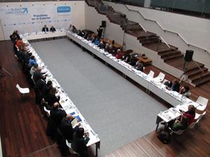 Alfredo Prada (al fondo) presidió la reunión previa al Consejo de Españoles Residentes en el Exterior.