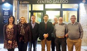 Rodríguez Miranda, cuarto por la izquierda, con directivos del Centro Gallego de Burgos.