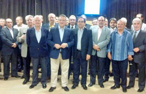 Alfredo Prada con un grupo de afiliados del PP de España en la República Dominicana.