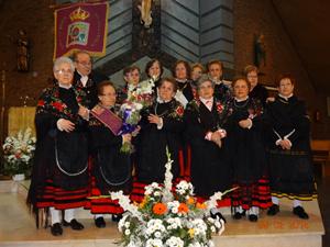 'Águedas' vestidas con el traje típico de Soria realizaron una ofrenda floral en Valladolid.