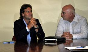 Lacalle Pou y el presidente de la Asociación, Héctor Álvarez.