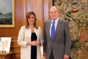 La presidenta de la Junta, Susana Díaz, y el Rey Don Juan Carlos, durante la audiencia en el Palacio de la Zarzuela.