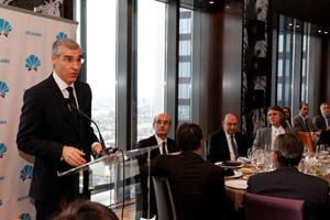 El conselleiro de Economía e Industria, Francisco Conde, en su intervención en el desayuno-coloquio de la Asociación de Empresarios Gallegos en Madrid (Aegama).