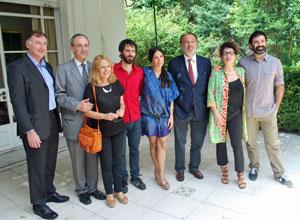 El embajador, tercero por la derecha, junto al elenco del Teatro de la Danza de Madrid.
