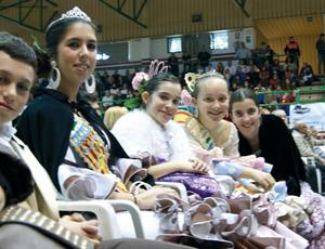 Reinas, damas y rociero infantil de la Casa de Andalucía en Benicarló.