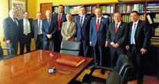 Reunión de los miembros de Umegal con el embajador Luis Fernández-Cid.