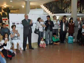 Algunos de los asistentes a la inauguración de la muestra.