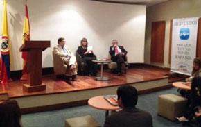Juan Carlos Grau, Carmen Sofía Diago y Omar Yepes durante la conferencia-coloquio.