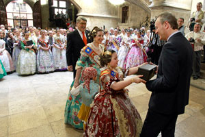 El president Fabra recibió a los participantes en el Avión Fallero.