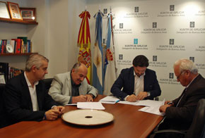 López Dobarro, Gil Malvido, Rodríguez Miranda y Crespo en la firma del convenio.