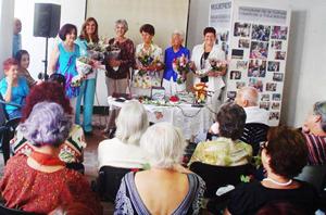En la foto, María Antonia Rabanillo, (1ª por la izquierda) y María Ángeles Rabanillo (2ª).