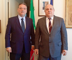 Alfredo Prada y el sottosegretario de Asuntos Exteriores, Mario Giro.