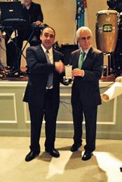 José Luis Barreiros recibió la Medalla de manos de Miras Portugal.
