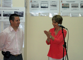Mario Álvarez, creador de la muestra, y la presidenta de 'La Española', Josefa Silva Castro.