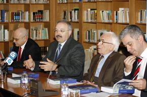 José Antonio Solana, cónsul de Cuba en Galicia, Ramón Villares, presidente del CCG, el escritor Xosé Neira Vilas y Valentín García, secretario xeral de Política Lingüística.