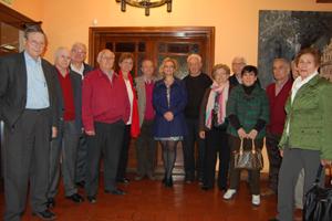 La vicepresidenta primera de la Diputación, Ascensión Pérez, con los asistentes.