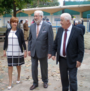 La directora general recorrió las instalaciones del Centro Asturiano junto a su presidente y el embajador.