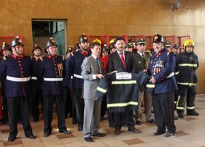 Entrega del material donado por el Consorcio Provincial Contraincendios e Salvamento da Coruña a la Conbech.