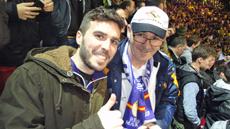 Algunos de los aficionados durante el partido.