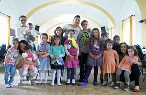 Participantes en la fiesta infantil.