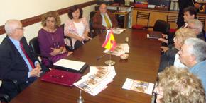 Carmela Silva con miembros del Consejo de Residentes Españoles en Rosario.