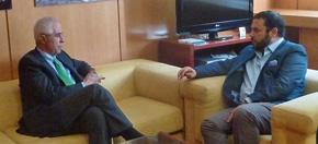 El director de Migraciones, Aurelio Miras Portugal, con el presidente de Ajdera, Santos Gastón.