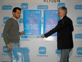 A la derecha el responsable del PP en Argentina, José Manuel Rodríguez, durante el acto de inició de campaña.