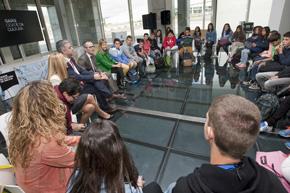 Xesús Vázquez Abad con alumnos del Proyecto Galauda.