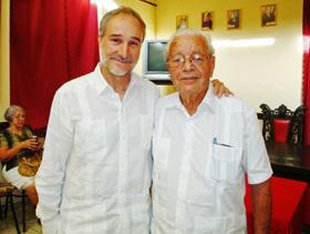 El embajador Juan Francisco Montalbán con Carmelo González Acosta.