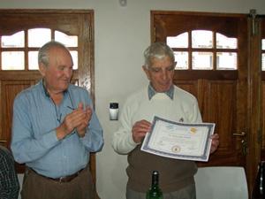 Carlos Julio Pintado recibió el diploma como 'personalidad destacada de la colectividad.