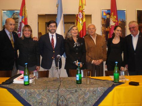 Ernesto Monsalve fue recibido por varios directivos de las entidades de la colectividad.