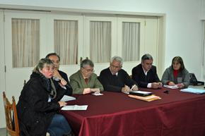 Esperanza Romariz digiéndose a la asamblea de socios del Hogar Español de Montevideo.