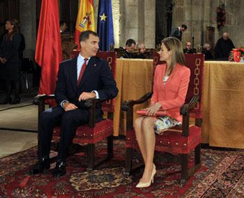 Don Felipe y doña Letizia, en su primer acto oficial tras conocerse la abdicación, en la entrega del Premio Príncipe de Viana de la Cultura 2014 y Homenaje a los Reyes de Navarra.