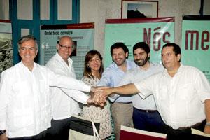 Beatriz Mato y Rodríguez Miranda con directivos de la FSGC y de Monterroso y Antas de Ulla tras la firma del convenio.