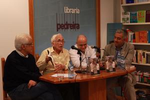De izquierda a derecha: Víctor F. Freixanes, Xosé Neira Vilas, José Antonio Solana y Valentín García en la presentación.