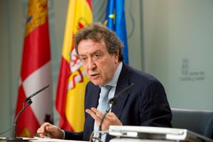 El consejero de la Presidencia, José Antonio de Santiago-Juárez, explicó los contenidos del Consejo de Gobierno.